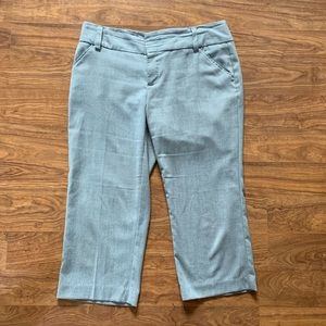 Daisy Fuentes gray cropped dress pants